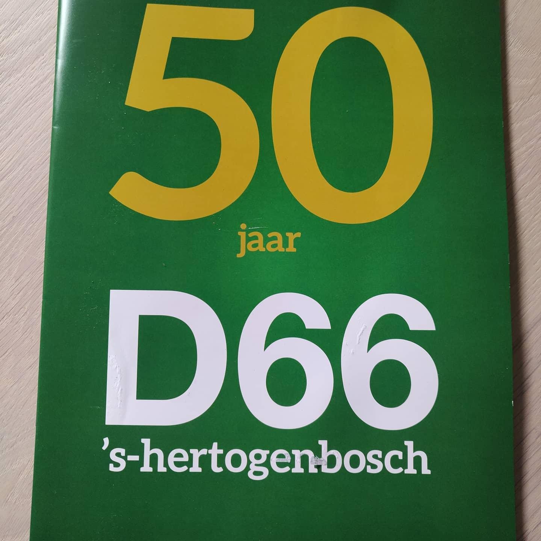 Gisteren bij de afdelingsbarbecue dit mooie magazine inclusief interview met @hansjcvanveen en mijzelf in ontvangst mogen nemen. Gefeliciteerd @d66denbosch! #50jaar #d66 #denbosch #hertogenbosch #rosmalen