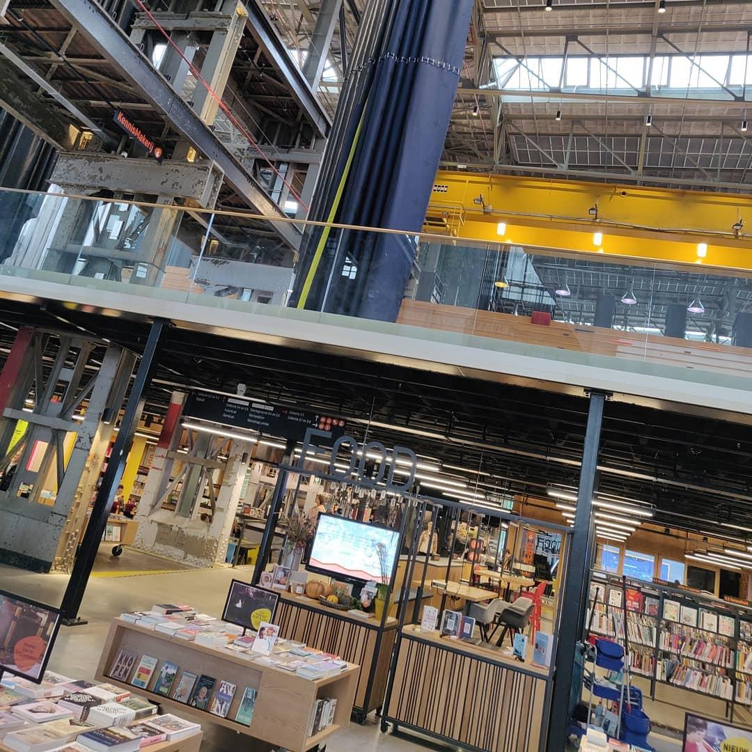 Wat een gaaf gebouw is @lochal013! #overleg #tilburg #bibliotheek
